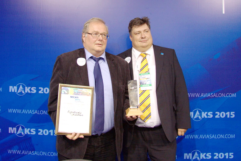 Dmitry Ivanov, NPO Saturn Director for Innovative Development, awarded the diploma and the prize to Prof. Alexey Borovkov